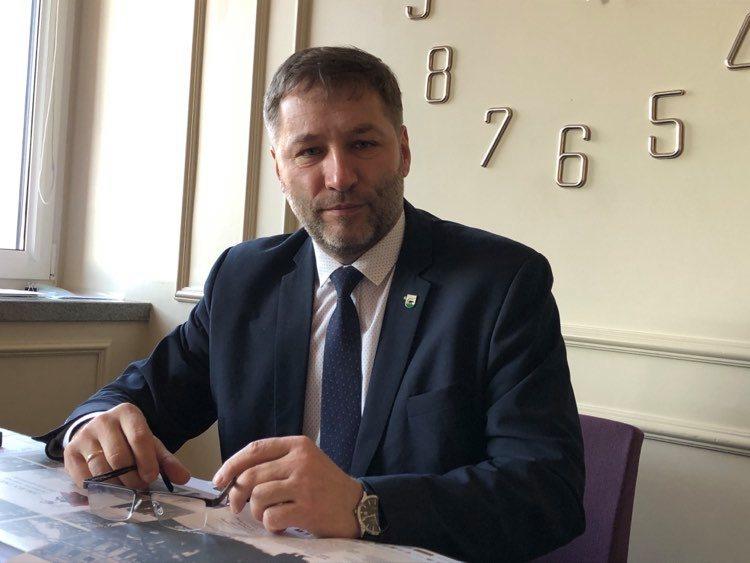 Burmistrz Kościerzyny Michał Majewski opuścił szpital. Trafił tam z powodu koronawirusa