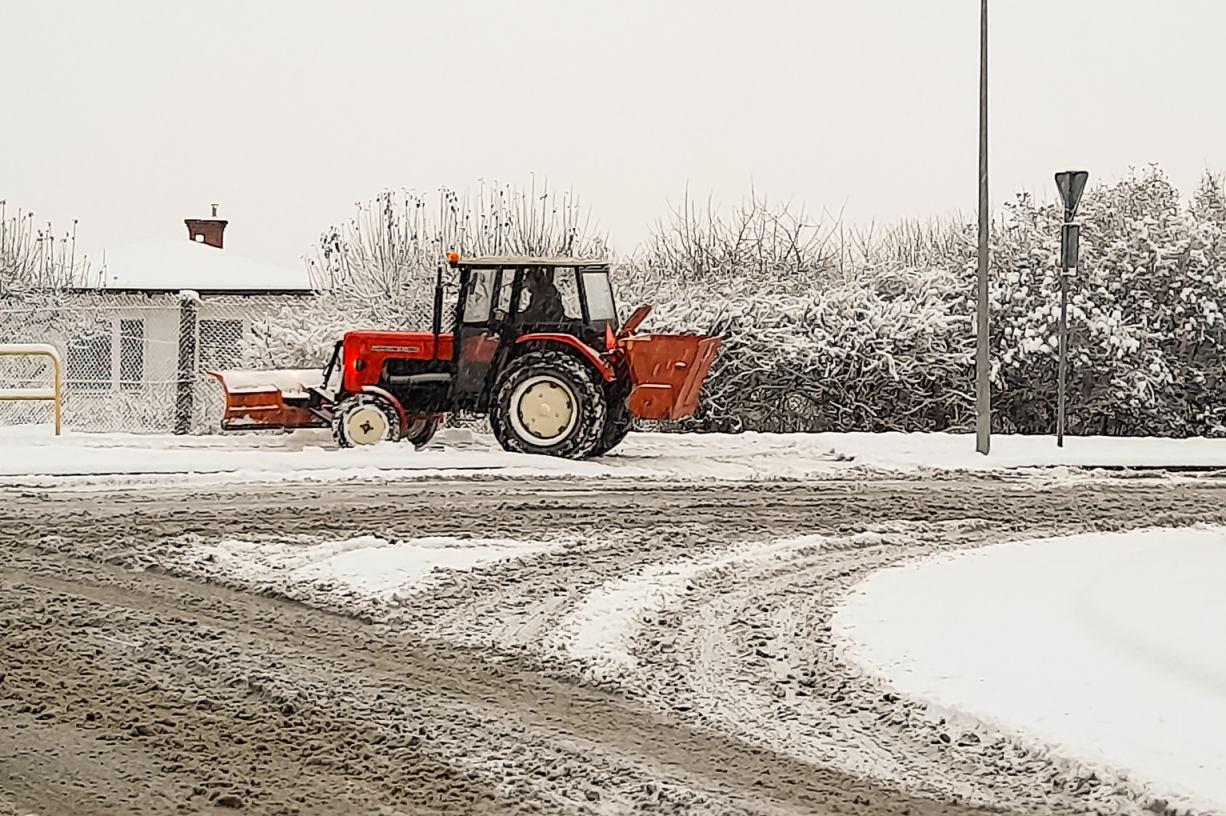 Mieszkańcy Chojnic skarżą się na zimowe utrzymanie dróg i chodników. Co na to władze miasta?