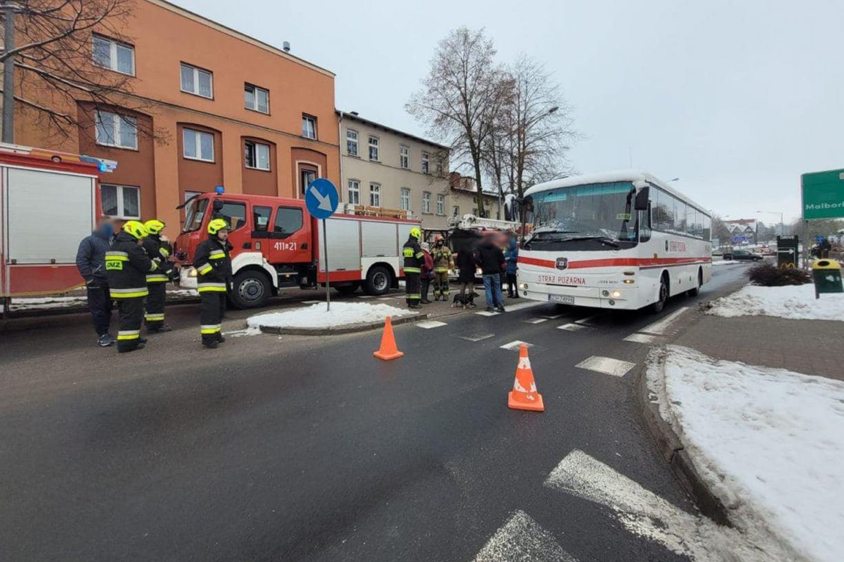 Wyciek gazu na klatce schodowej kamienicy w centrum Chojnic. Ewakuowano mieszkańców FOTO