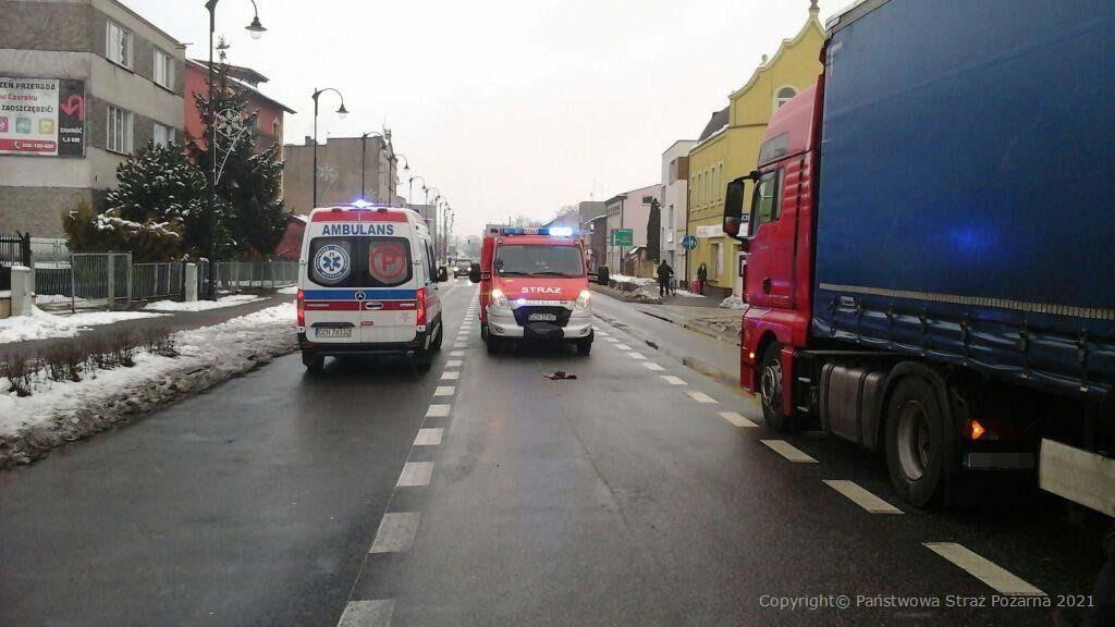 Potrącenie pieszego w Czersku. Nieprzytomny 45-latek trafił do szpitala