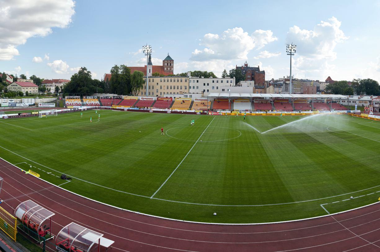 Podgrzewana murawa na Stadionie Miejskim w Chojnicach jest, ale na razie... nie działa. Nie ma przyłącza