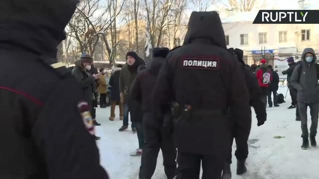 Nawalny aresztowany na 30 dni. Przed komisariatem demonstrował tłum jego zwolenników