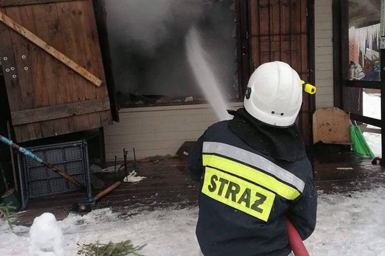 Na 100 tys. zł oszacowano wstępnie straty po pożarze domku letniskowego w Wygoninie FOTO