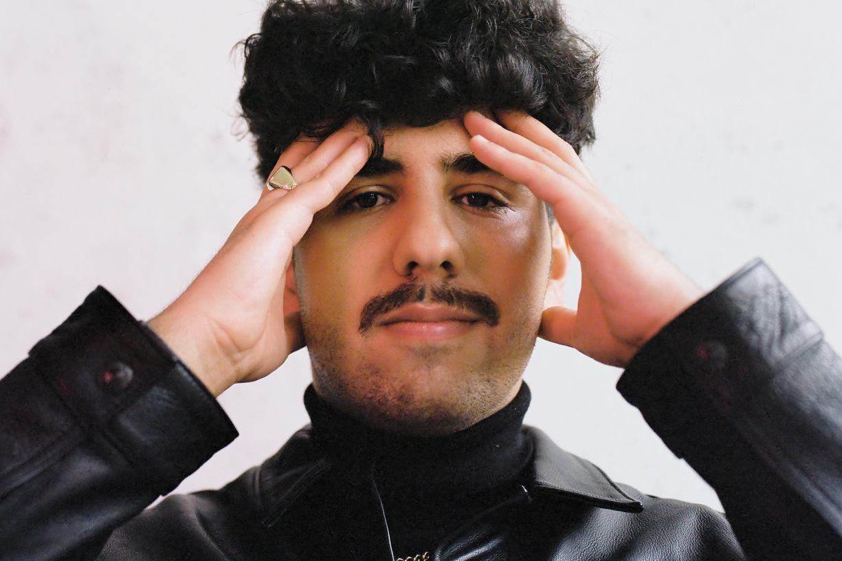 Kamil Hussein w Weekend Fm To mój pierwszy wywiad dla radia. Kim jest utalentowany syn Syryjczyka i Polki?