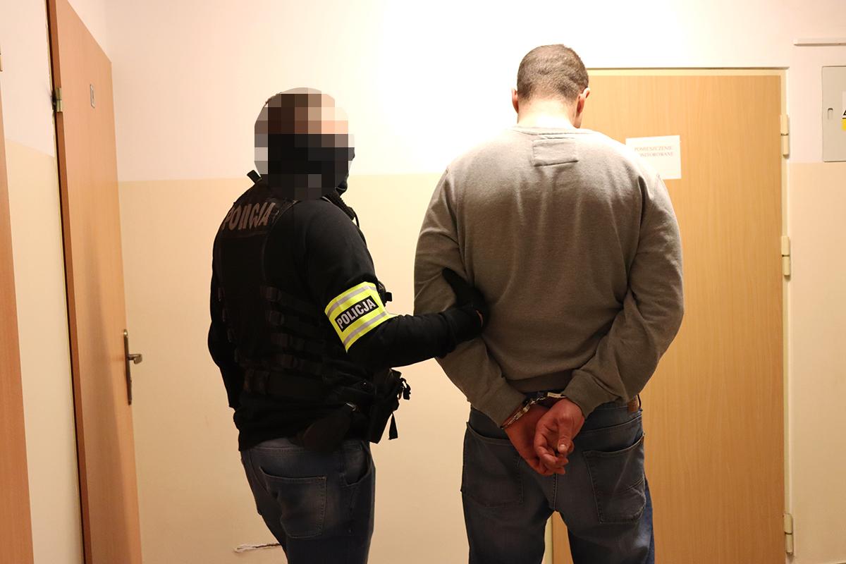 Tymczasowy areszt dla dwóch mężczyzn z Gdańska, podejrzanych o kradzież dwóch aut na terenie powiatu bytowskiego
