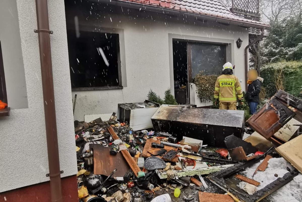 200 tys. zł strat po pożarze budynku mieszkalnego w Czarnem. Spłonęła kuchnia w domu jednorodzinnym FOTO