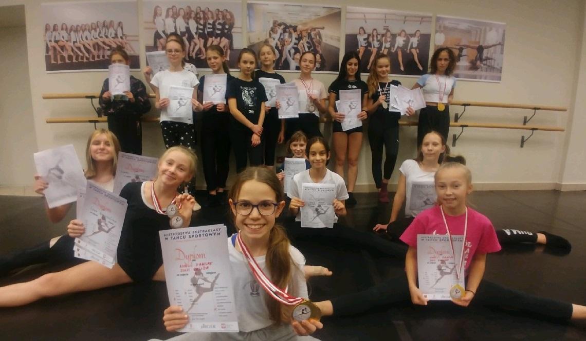 Tancerki z Chojnickiego Centrum Kultury w gronie najlepszych na tanecznym festiwalu on-line ROZMOWA