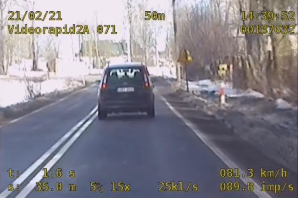 Policja zatrzymała kierowcę pod wpływem alkoholu, który znacznie przekroczył prędkość w terenie zabudowanym