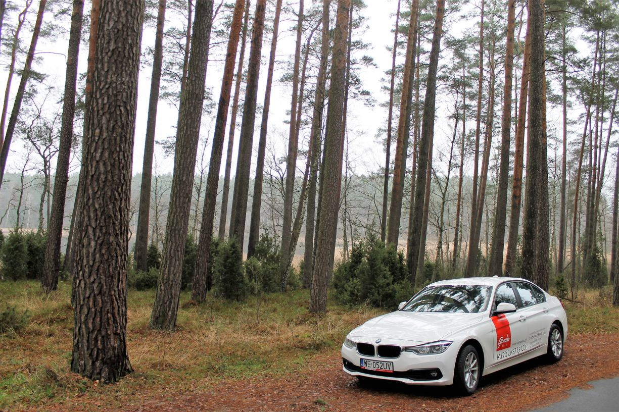 3 cylindry w popularnej &acuteTrójce´. Testujemy BMW 318i.