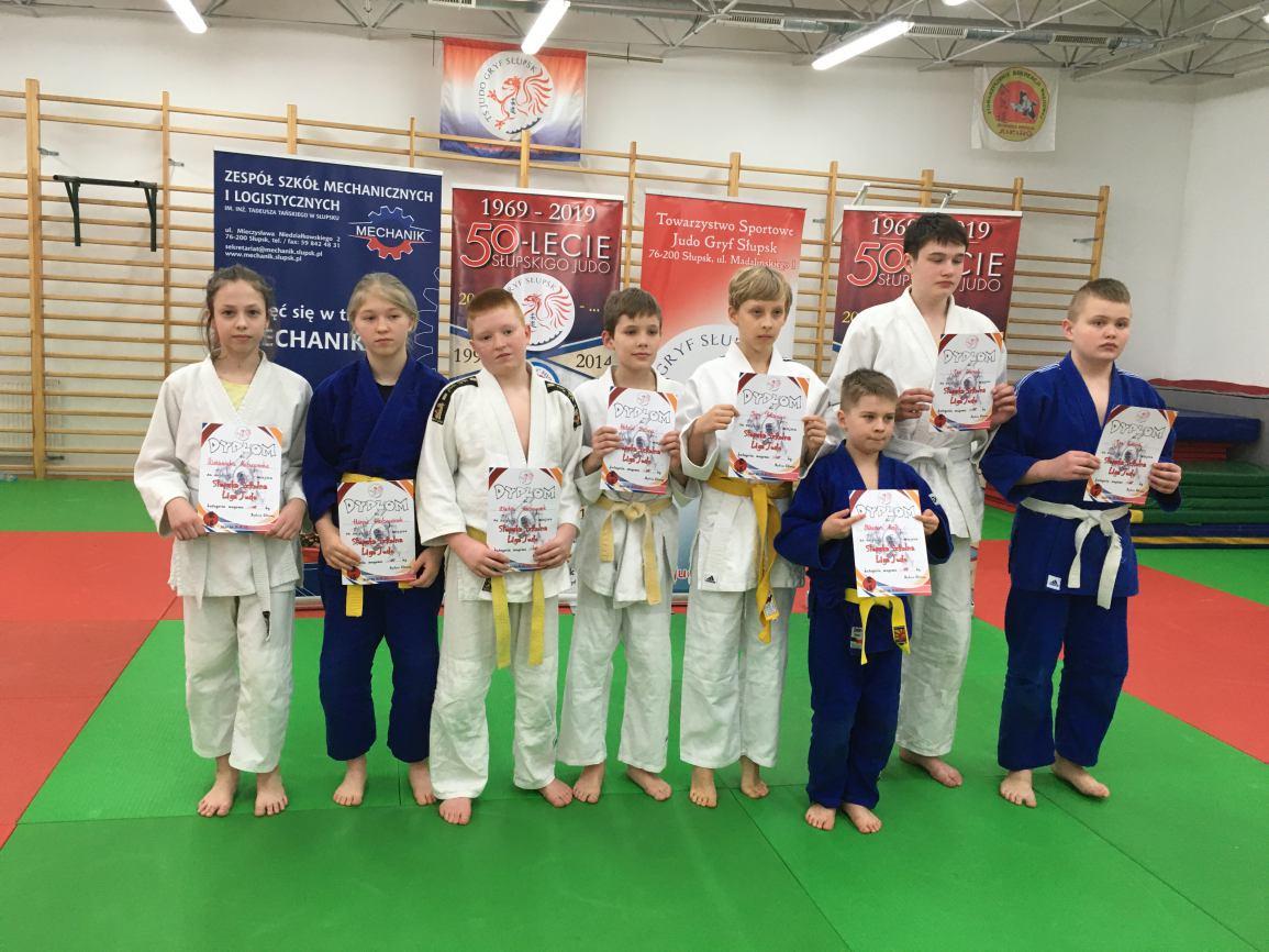 Młodzi judocy reprezentujący Bytowski Klubu Sportów Walki wrócili z medalami z zawodów w ramach słupskiej ligi judo