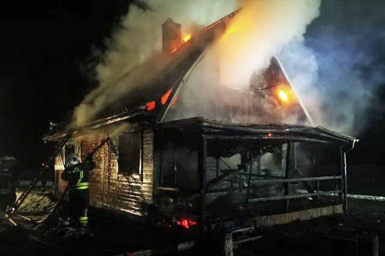 Pożar domku letniskowego w miejscowości Broda w gminie Brusy. Budynek niemal doszczętnie spłonął