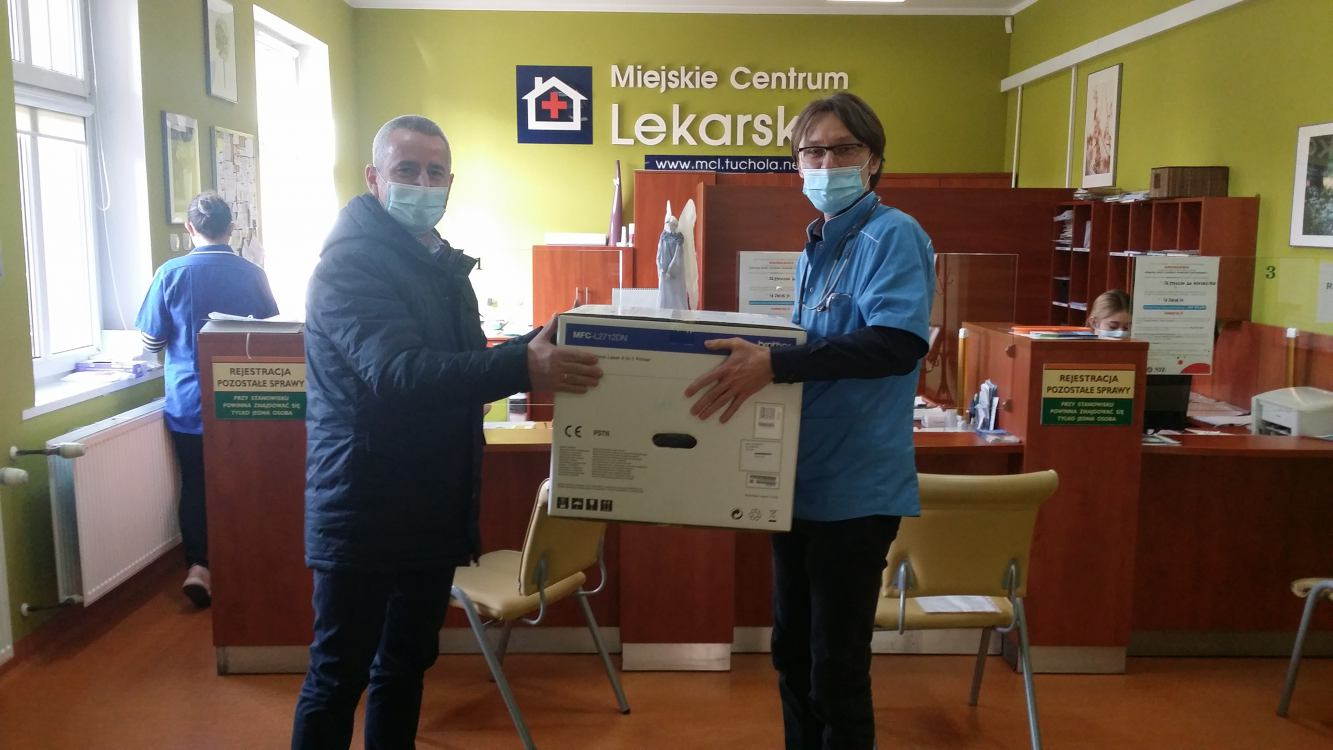 Tucholski ratusz odpowiedział na prośbę szkolnych pielęgniarek i kupił dla nich laptopy i drukarki