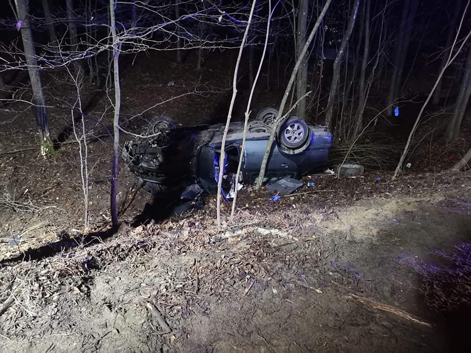 Policja wyjaśnia szczegółowe okoliczności wypadku w gminie Nowa Karczma. Dachowała tam skoda