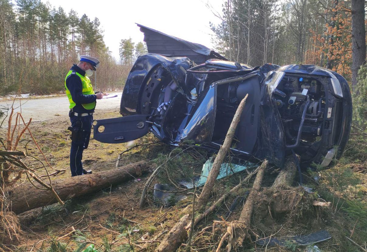 20-latek ranny po dachowaniu samochodu w powiecie bytowskim