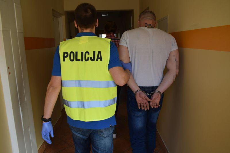 Kradli paliwo na stacjach i odjeżdżali, nie płacąc. Policjanci w Chojnicach zatrzymali dwóch mężczyzn