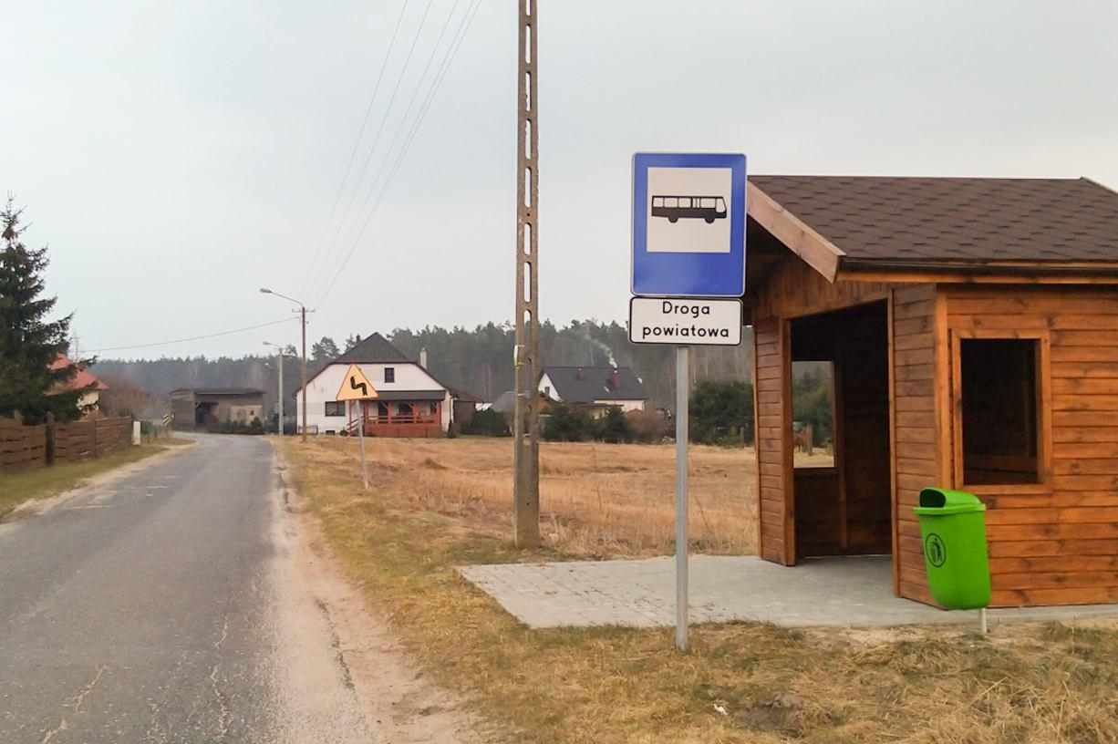Nielegalne znaki drogowe w gminie Śliwice. Sprawa trafi na policję. Do akcji przyznał się wójt Śliwic FOTO