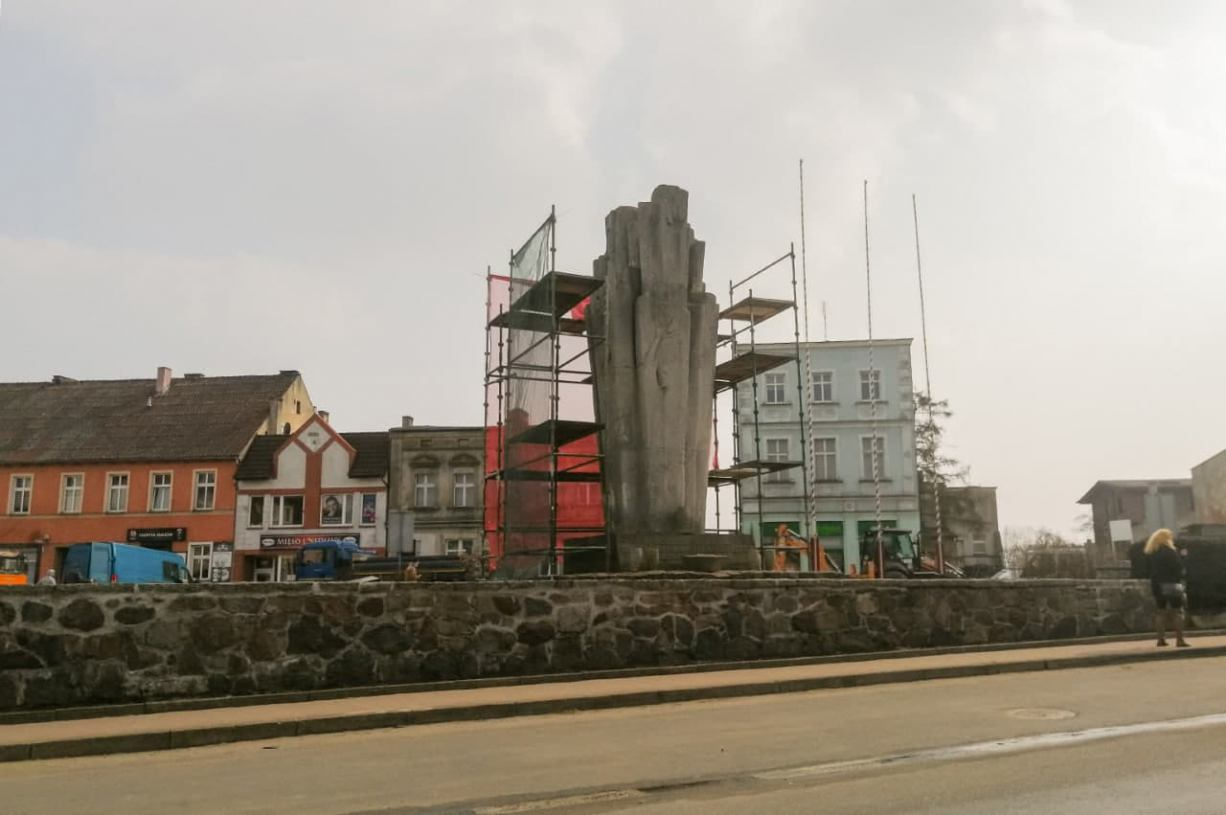 W Sępólnie Krajeńskim ruszyły prace renowacyjne przy pomniku Pamięci Ofiar i Męczeństwa