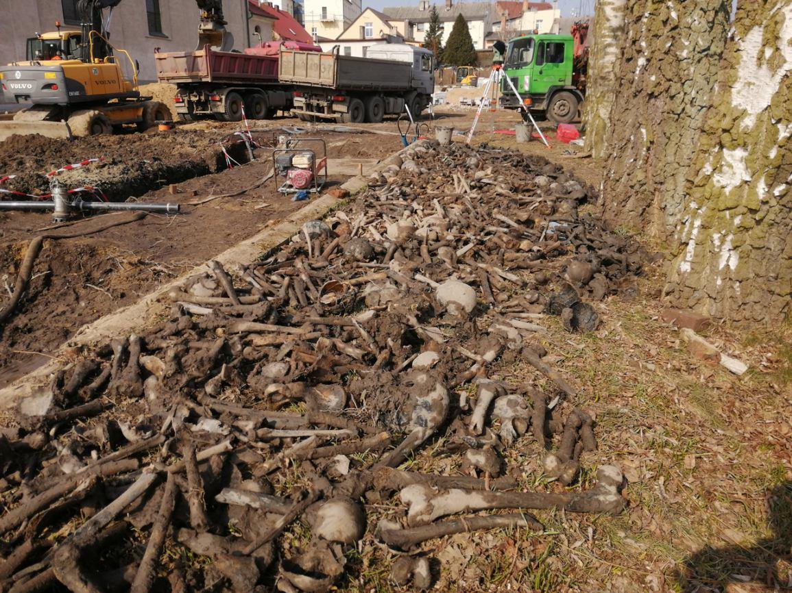 Ludzkie szczątki przy sępoleńskim kościele na razie nie ma oficjalnych danych na temat ich pochodzenia ROZMOWA