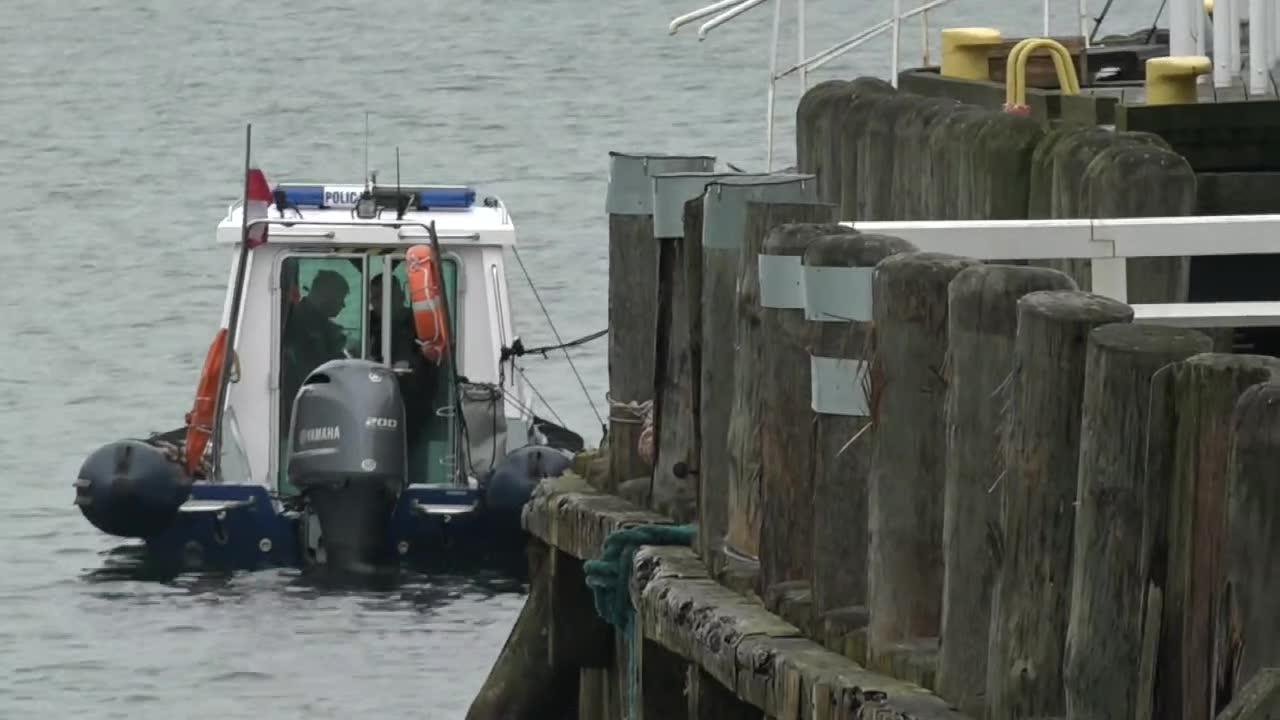 Sopocka policja wydobyła z morza zwłoki mężczyzny w pobliżu mola