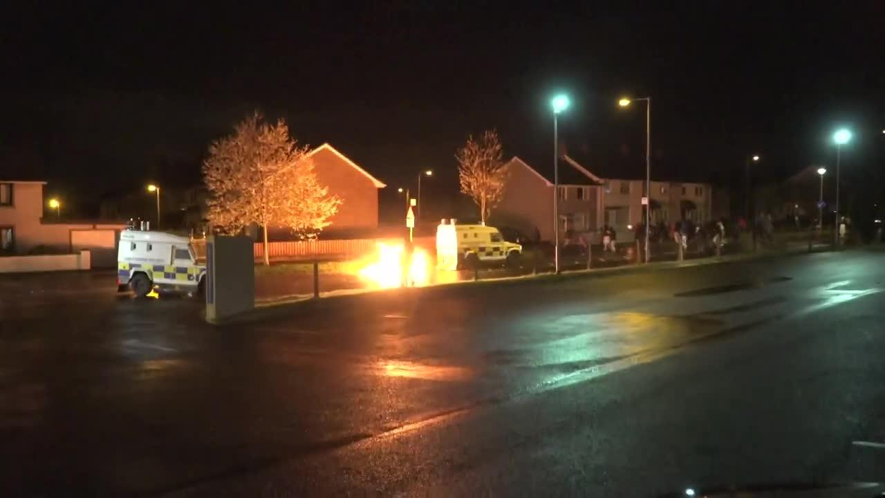 Zamieszki w Irlandii Północnej. Policjanci zostali obrzuceni koktajlami Mołotowa
