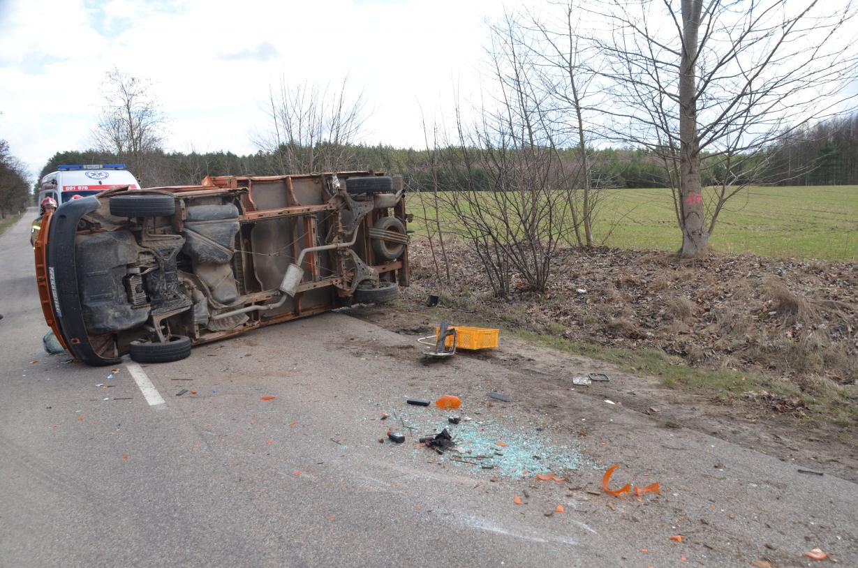 Wypadek na drodze wojewódzkiej nr 214 Kościerzyna - Zblewo. Zderzyły się trzy pojazdy