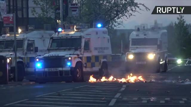 Nie ustają zamieszki w Irlandii Północnej. Koktajle Mołotowa poleciały na policjantów