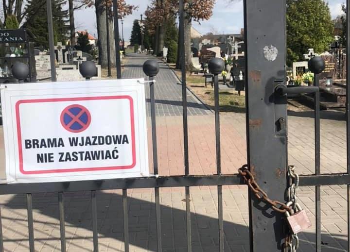 Bramy komunalnych cmentarzy w gminie Czarne zostały zamknięte na łańcuchy i kłódki