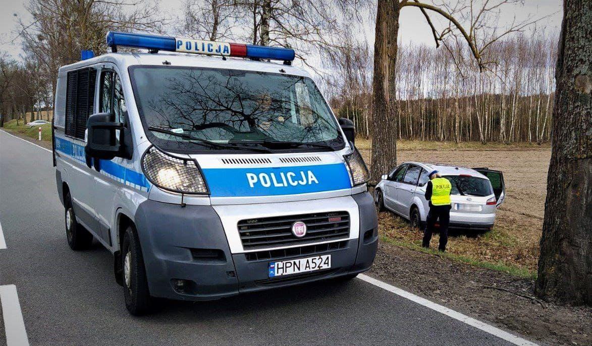 Dwie osoby trafiły do szpitala -  wypadek drogowy w gminie Tuchomie