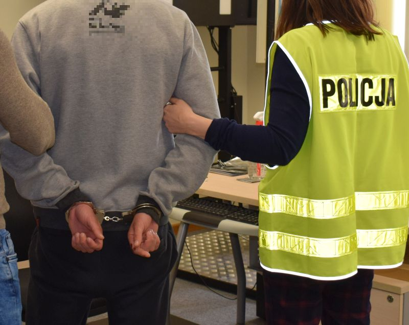 Sprawcy rozboju na 69-letnim chojniczaninie zatrzymani po godzinie od zdarzenia. Grozi im więzienie