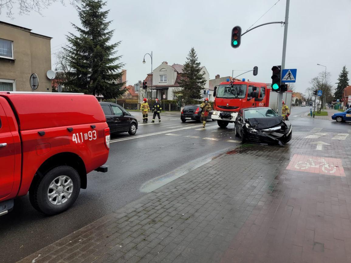 Kolizja dwóch aut na skrzyżowaniu Gdańskiej i Drzymały w Chojnicach