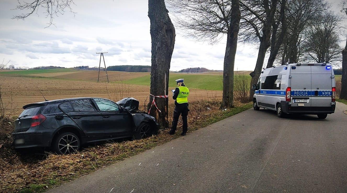 BMW uderzyło w drzewo