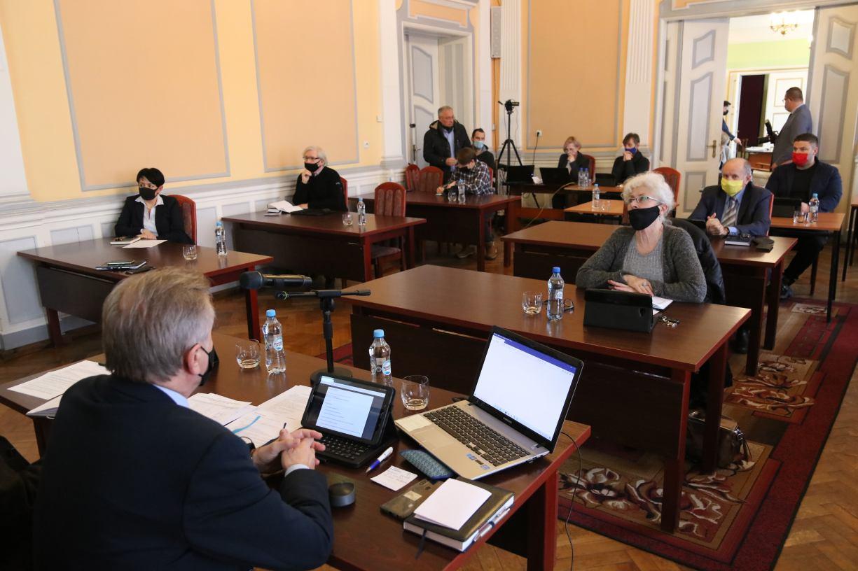Mieszkańcy nie mieli wglądu do części materiałów sesyjnych Rady Miejskiej w Człuchowie