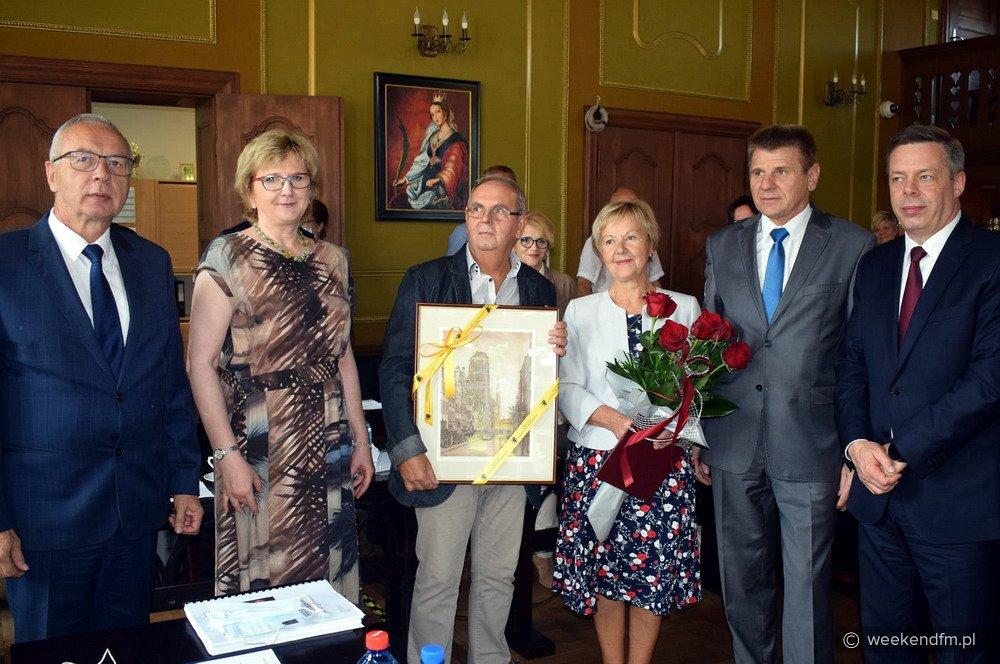 Nagroda marszałka czeka na tych, którzy wspierają seniorów w czasach pandemii. Ruszyły zgłoszenia