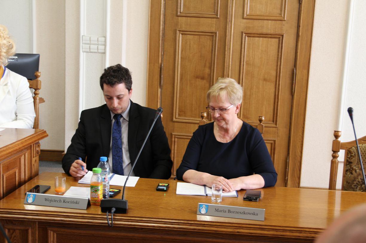Dwoje opozycyjnych radnych w Radzie Miejskiej Tucholi zrezygnowało z mandatów. Będą wybory uzupełniające