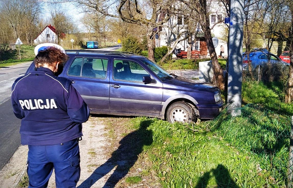 Pijany 65-latek wjechał samochodem w płot. Mężczyzna miał 3 promile alkoholu w wydychanym powietrzu