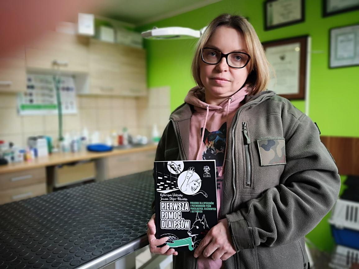 Pierwsza pomoc dla psów. Katarzyna Dołębska, weterynarz z Parchowa, jest współautorką psiego poradnika ROZMOWA