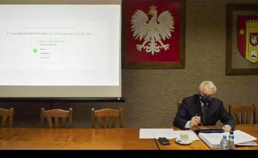 Same głosowania, żadnej dyskusji. Dlaczego sesje Rady Powiatu Człuchowskiego od roku są milczące?
