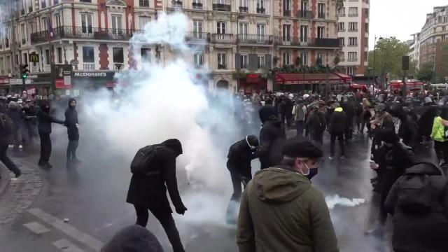 Zamieszki w Paryżu podczas marszu z okazji Święta Pracy. Policja użyła gazu łzawiącego