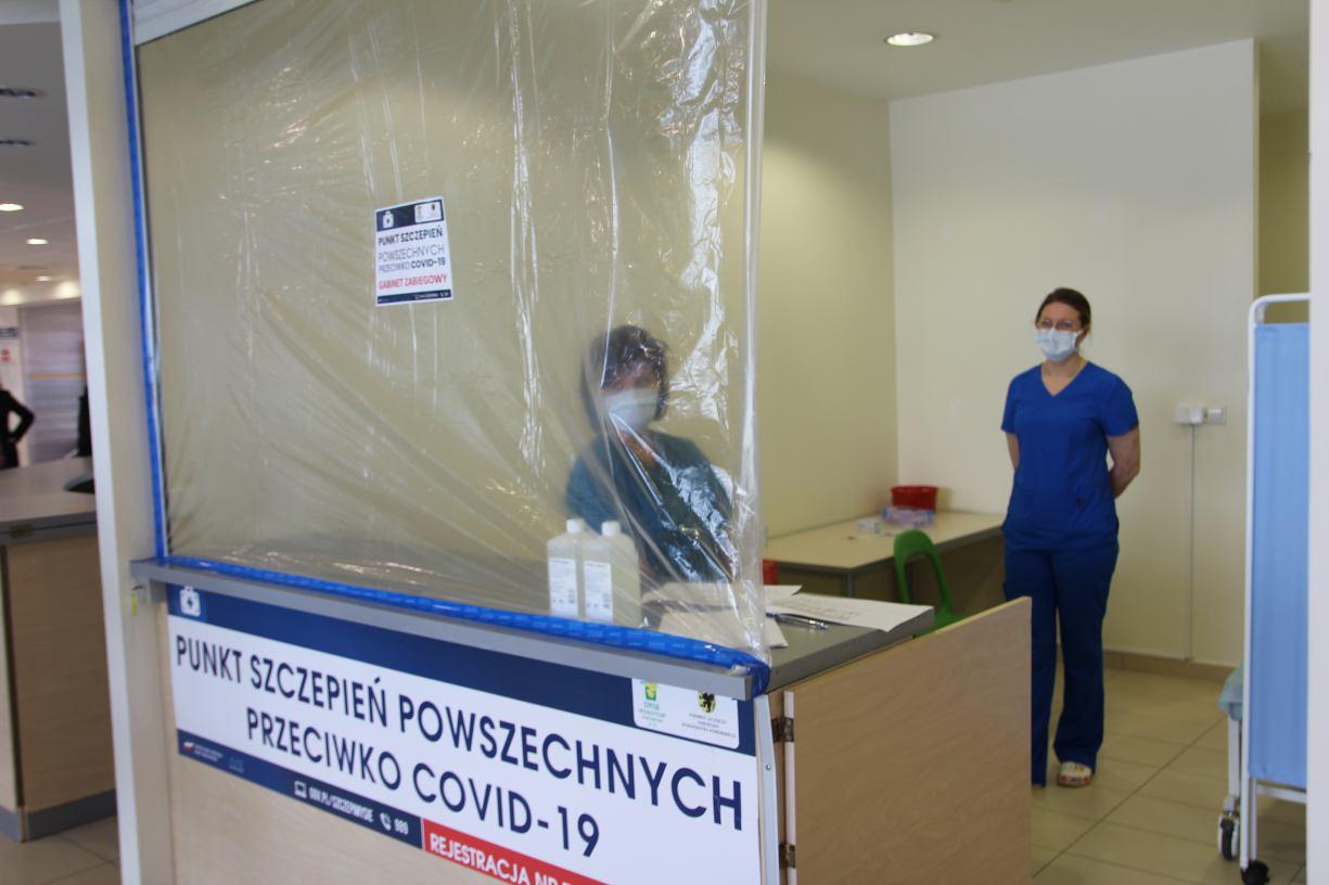 Ruszyły pierwsze szczepienia masowe w punkcie AQUA Centrum w Kościerzynie