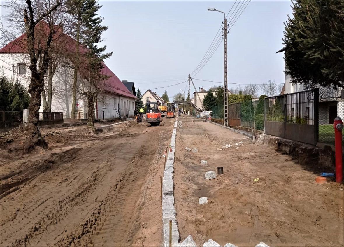 Budowa ulicy Kościelnej w Kosobudach w gminie Brusy jest już na finiszu