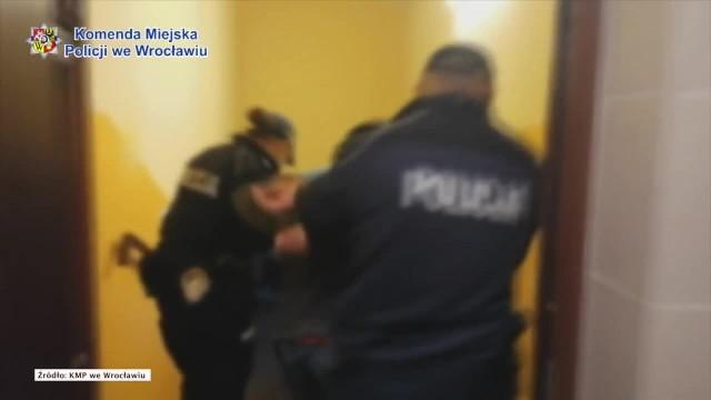 Rzucił się z nożem na policjantów. 33-latek aresztowany