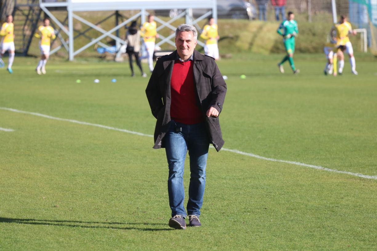Nie będzie zmiany na stanowisku trenera Bytovii Bytów. Kamil Socha pozostaje w klubie