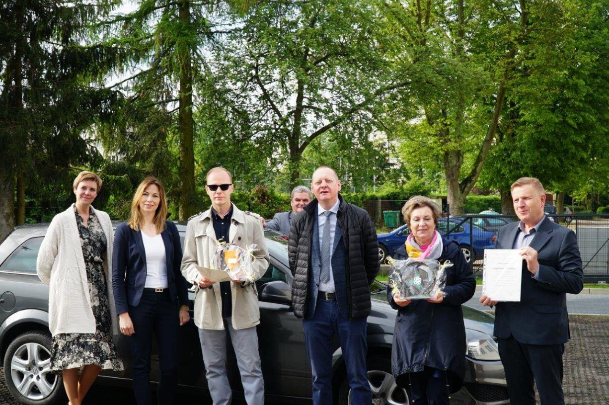 Opel z weterynarii trafił do dzieci z placówek opiekuńczo-wychowawczych w Żalnie i Tucholi