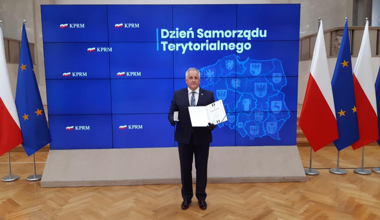 Starosta sępoleński Jarosław Tadych uhonorowany odznaką honorową za zasługi dla samorządu terytorialnego