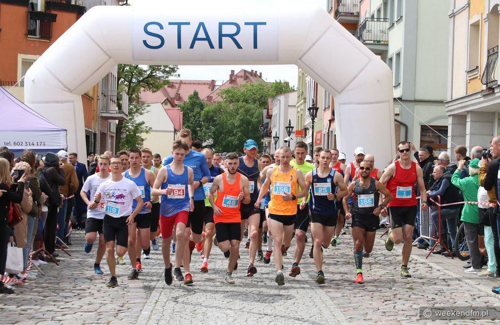 Bieg Tura wraca na ulice Człuchowa. Nie zanosi się jednak na to, aby znów odbywał się na trasie z Chojnic do Człuchowa
