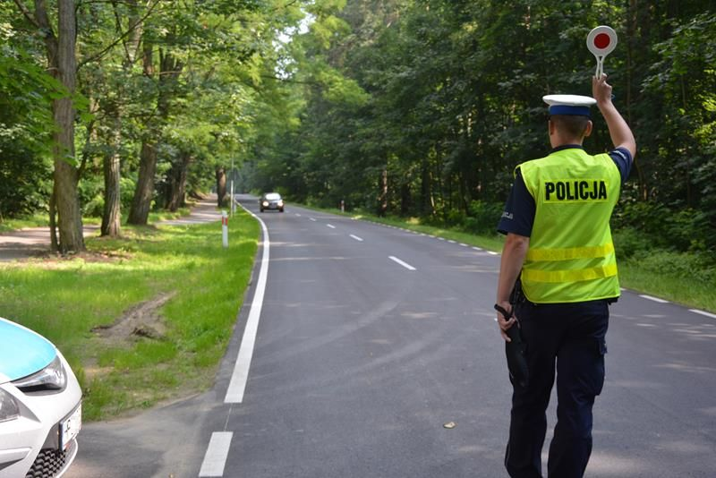 Wypadek, kolizje, nietrzeźwi kierowcy i rowerzyści. Chojnicka policja podsumowała długi weekend
