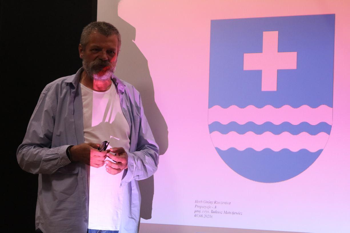 Propozycje są cztery. Tadeusz Matwijewicz opracował koncepcję herbu gminy Rzeczenica ROZMOWA
