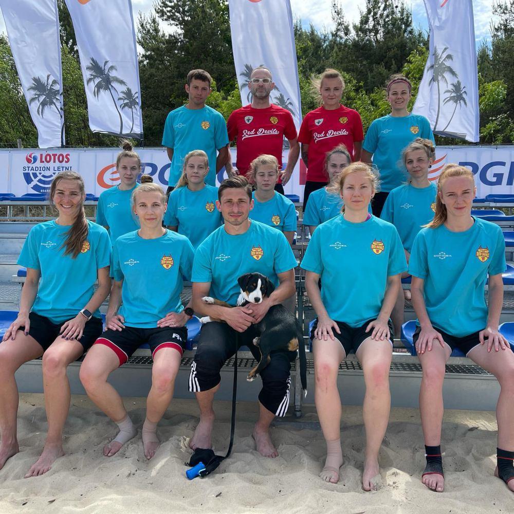 Red Devils Ladies zbierają pieniądze na wyjazd na turniej Ligi Mistrzyń beach soccera w Portugalii