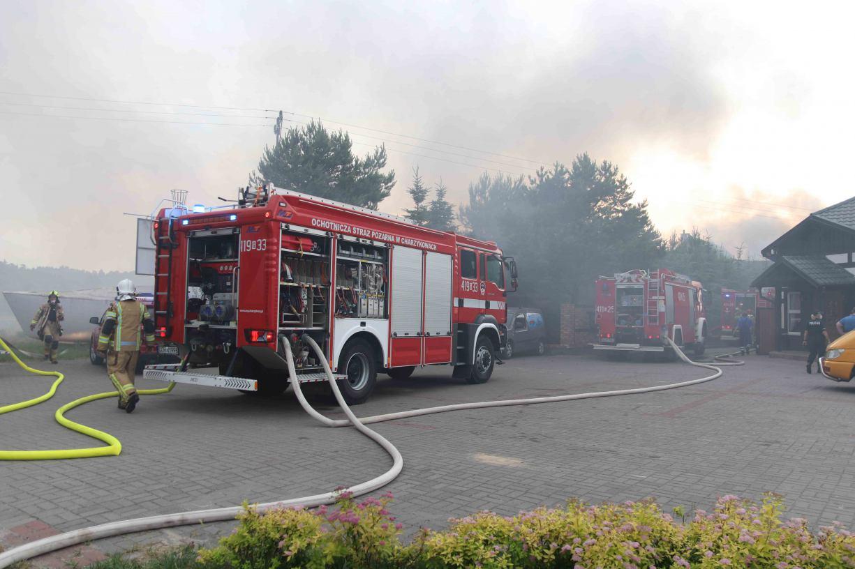 Pożar w zakładzie produkującym łodzie w Klawkowie koło Chojnic. Z ogniem walczyło około stu strażaków