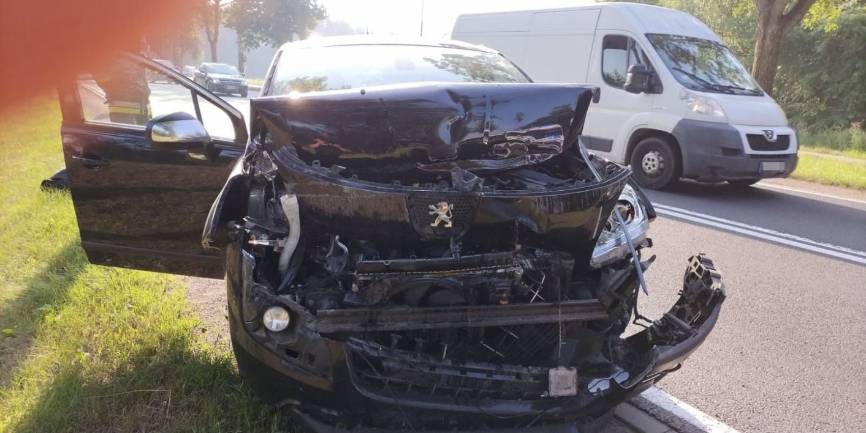 Zderzenie ciężarówki z osobówką koło Człuchowa. Poszkodowana jest jedna osoba